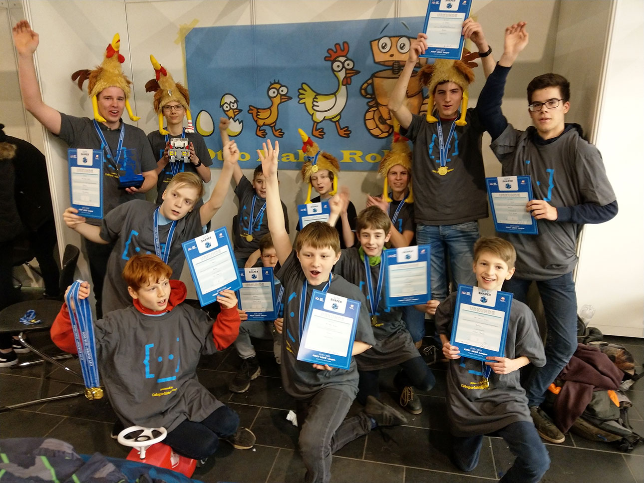First Lego League Teams bei Wettkampf erfolgreich